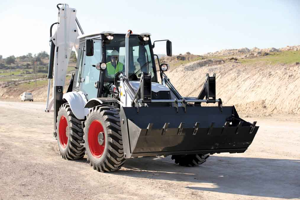 Bobcat B780 Excavator to rent sideview